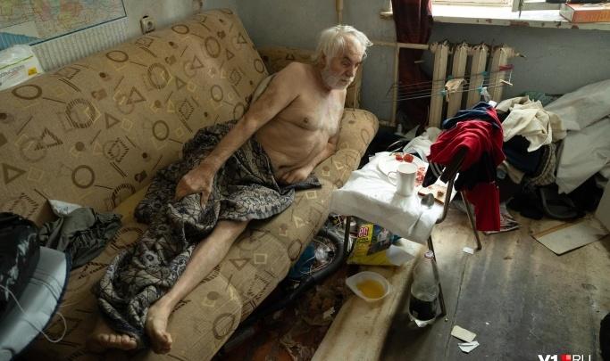 «Завтра возьмут тест на COVID-19»: в Волгограде одинокого пенсионера с опухолью мозга пообещали забрать в больницу