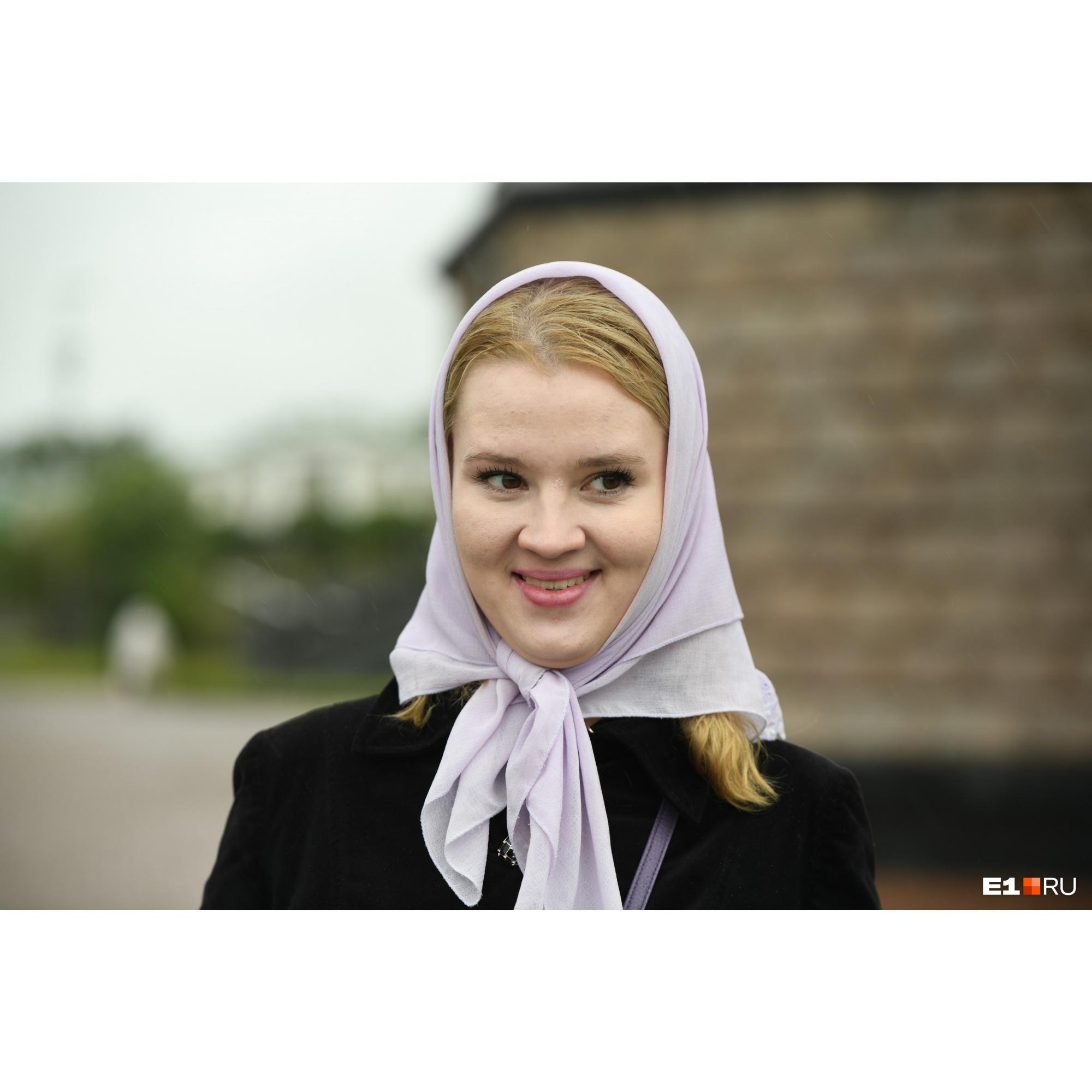 Бывшая воспитанница монастыря Христина рассказала, что ее наказали ремнем из-за того, что она надела топик в больнице