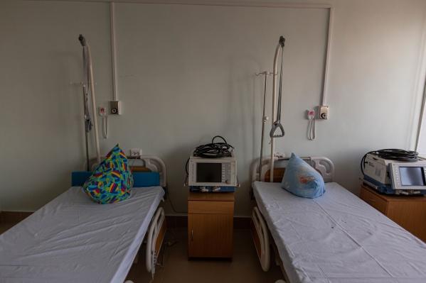По словам губернатора, благодаря этим дополнительным мерам снижается риск распространения инфекции по другим стационарам