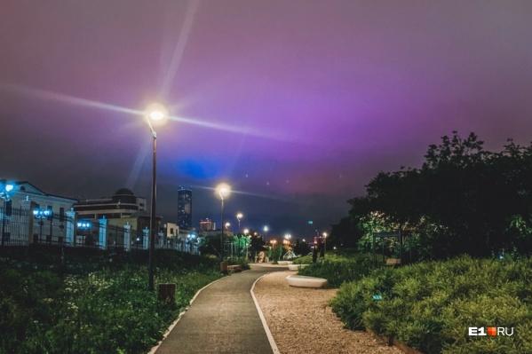 Не естественное, но красивое фиолетовое небо