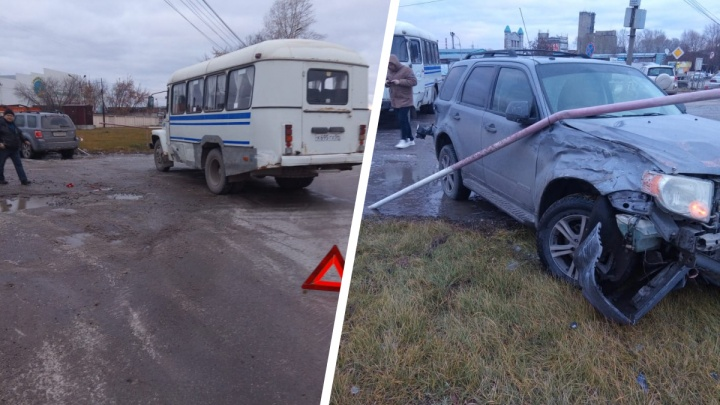 «Форд» отбросило в столб после столкновения с автобусом на Северном проезде
