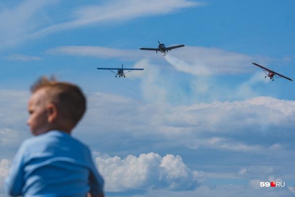 На авиашоу «Крылья Пармы» собираются и взрослые, и дети