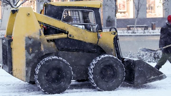 Водоканал очистил ото льда превратившиеся в каток улицы Ростова