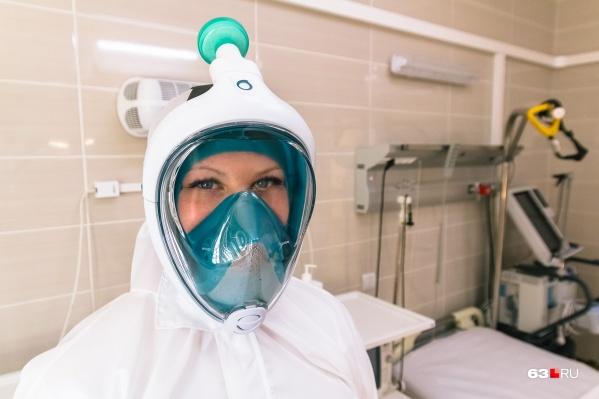Для тяжёлых пациентов врачи разворачивают у кроватей аппараты ИВЛ