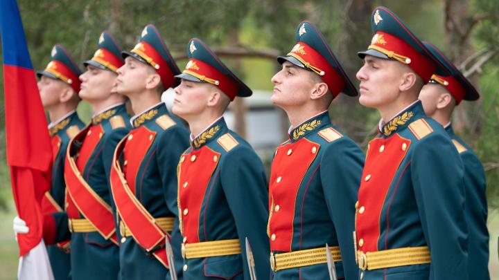 На Мамаев курган Волгограда вернули роту почётного караула