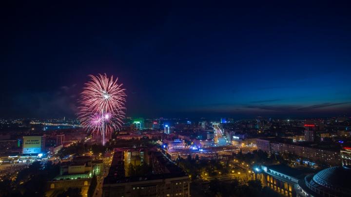 Этим вечером в Новосибирске прогремит салют — рассказываем, где и в честь чего
