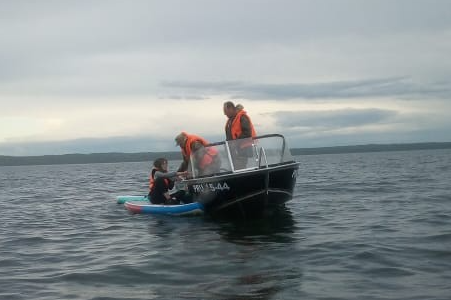 «Их уносило на глубину»: на Плещеевом озере спасли двух сёрферов