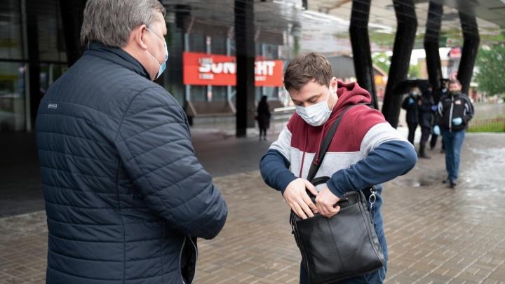 Оправдывают оказанное доверие: в Волгограде и области чиновники составили 255 протоколов за отсутствие масок и перчаток