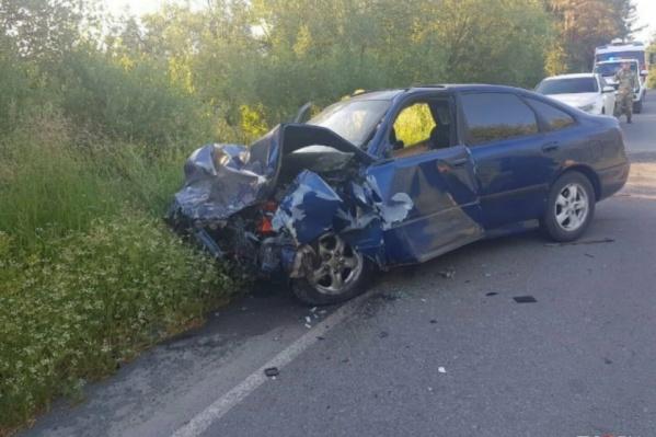 24-летний сотрудник полиции двигался на синей Mazda и выехал на встречную полосу