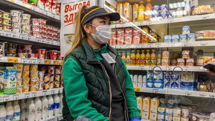 Как новосибирцы оккупировали магазины в последние часы перед карантином — репортаж Алены Истоминой