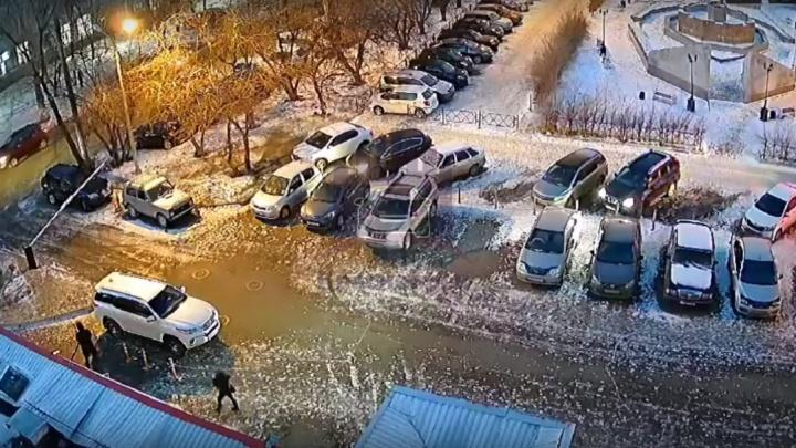 Отчаянный красноярец без прав врезался в три машины, скрываясь от полиции