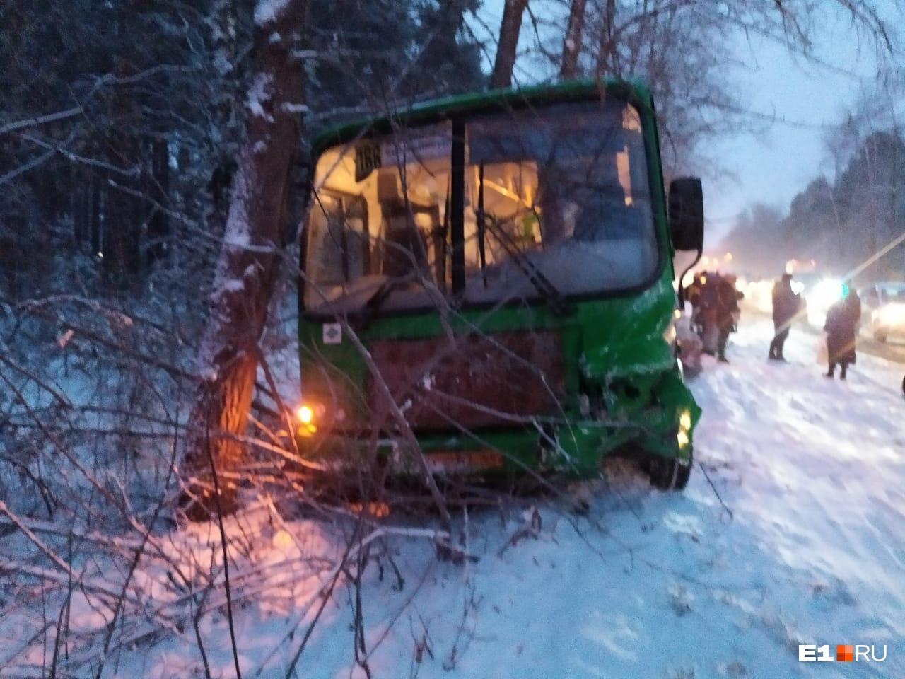 Авария произошла из-за столкновения со встречным автомобилем
