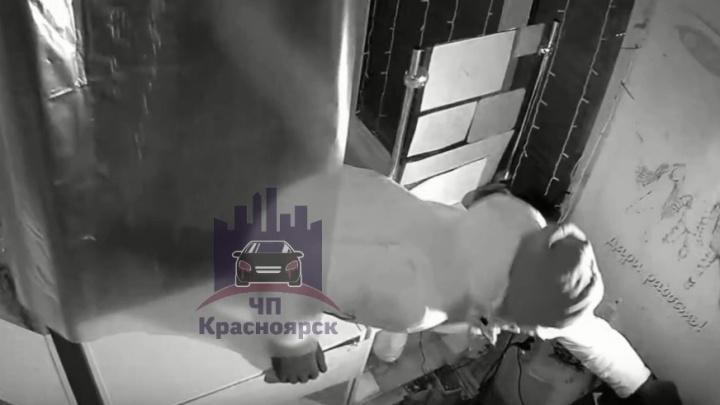 «Будет самый яркий салют»: в Роще ограбили магазин пиротехники