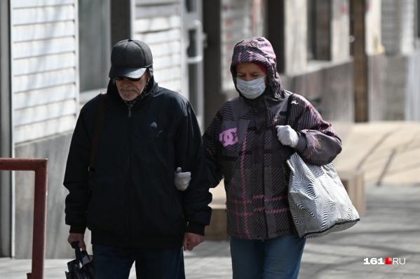 Чтобы не заболеть коронавирусом, нужно соблюдать меры профилактики: после каждого посещения людных мест нужно мыть руки, кашлять только в платок и стараться не трогать грязными руками лицо