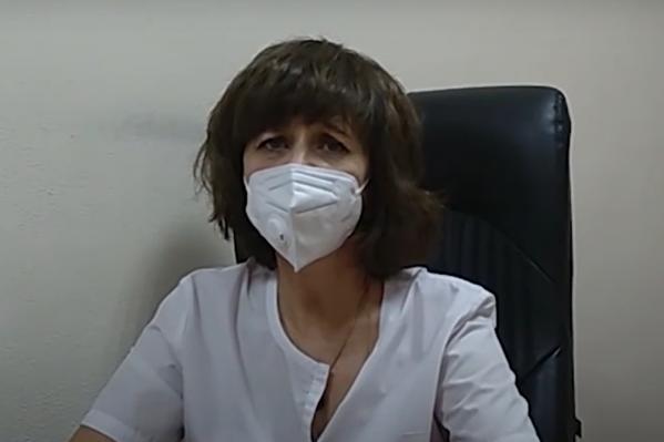 Лариса Токарева рассказала, что к признакам коронавируса относятся затрудненное дыхание и высокая температура