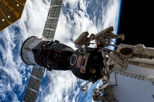 6 и 22 мая МКС пролетит рядом с Луной