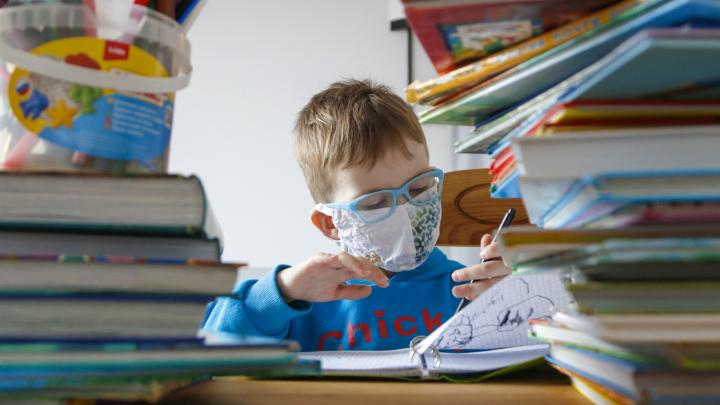 «Это просто страх родителей»: психологи о том, как самостоятельно подготовить первоклашку к школе