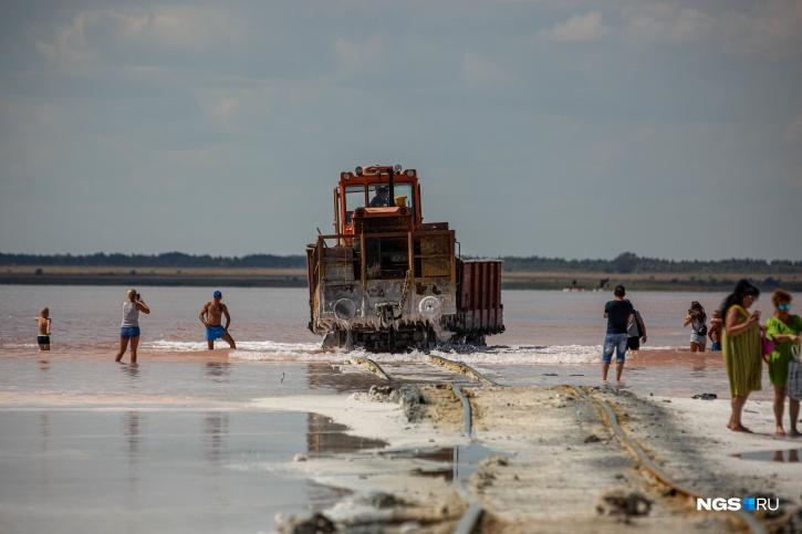 Концентрация соли в озере — больше 200 граммов на один литр