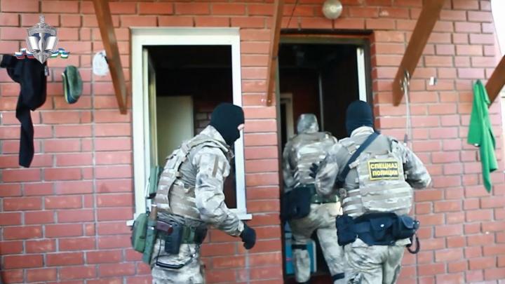 Появилось видео задержания членов банды, «крышевавшей» бизнес и поджигавшей дома в Башкирии
