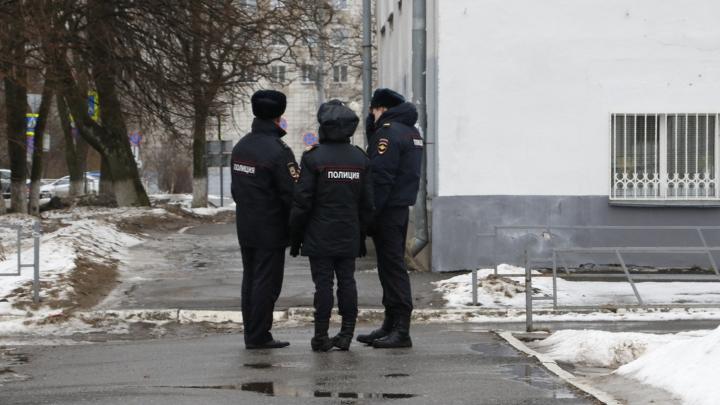Полицейские мокнут, спасатели бдят: как Архангельск встречает Александра Цыбульского — фото