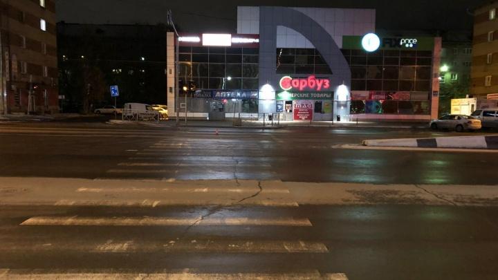 В Новосибирске водитель сбил ребёнка на пешеходном переходе и уехал: его ищет полиция