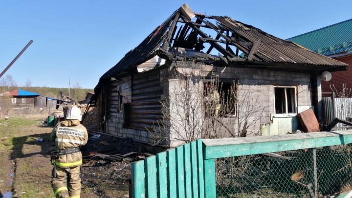 В посёлке Свердловской области трёхлетний мальчик погиб во время пожара, пока его родители были на улице