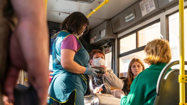 Депутаты омского горсовета обязали пассажиров носить маски в транспорте