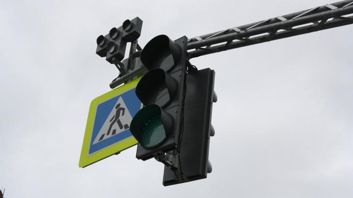 В Екатеринбурге заработали умные светофоры, которые включают зеленый свет для общественного транспорта