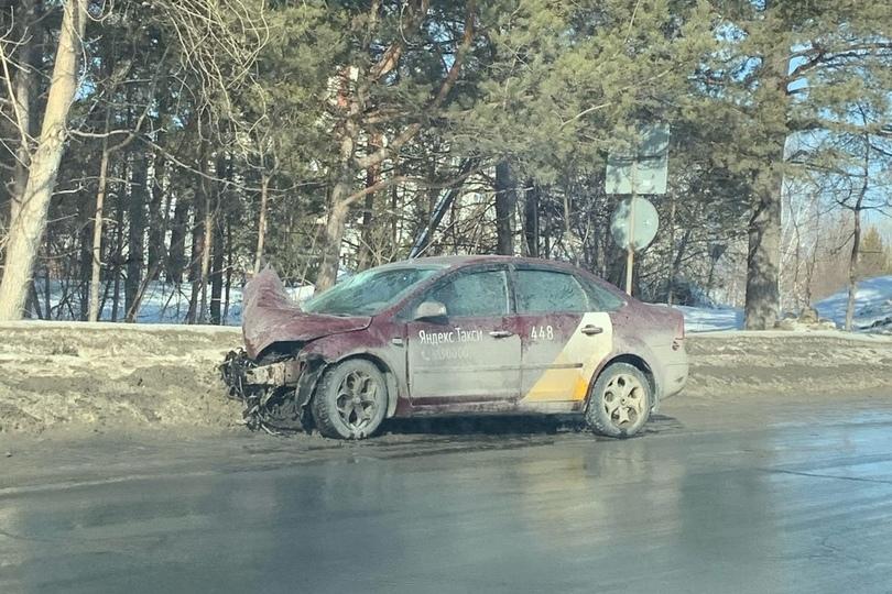 Машина «Яндекс.Такси» грязная — полностью номер даже не видно
