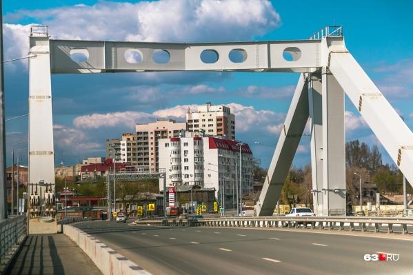 Первый этап строительства — возведение моста через реку Самару — уже завершен. Дело осталось за вторым этапом — строительством развязок