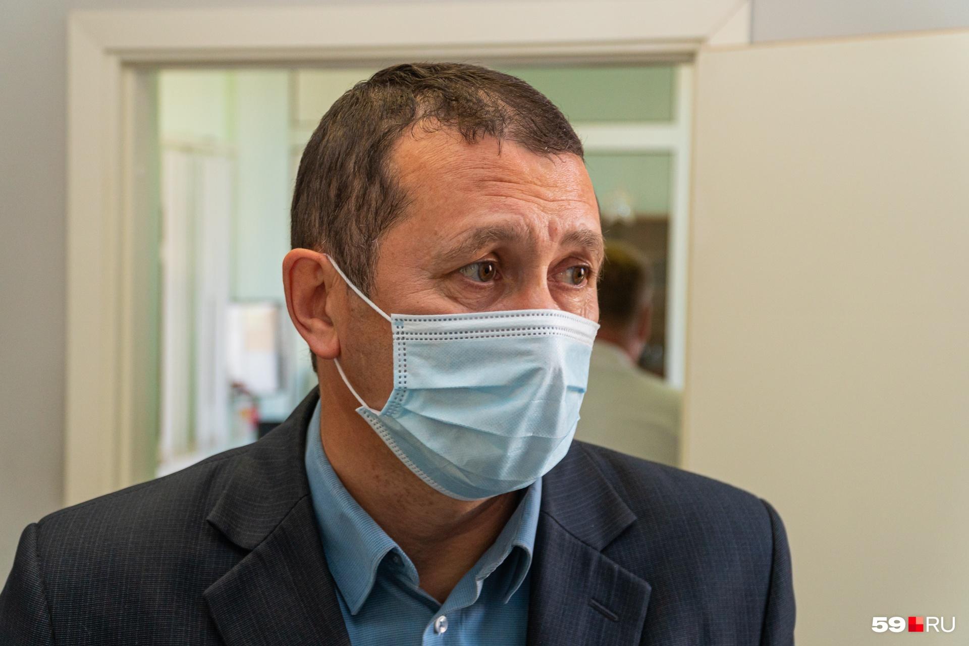 Главврач центра по борьбе со СПИДом Евгений Сармометов — в числе добровольцев, которых вакцинируют первыми