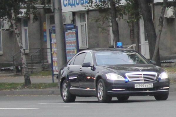Очевидцы часто замечают, как в будни машина едет по встречной полосе на Жуковского