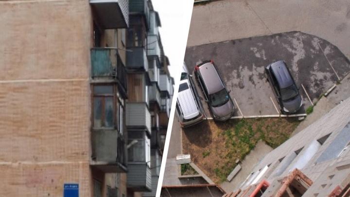 Мужчина выпал из окна 4-го этажа на улице Зорге