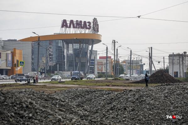 Развязка около «Алмаза» долгое время была болью для всех посетителей торгового центра
