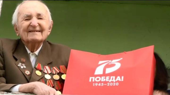 Ветерана войны с 96-летием поздравили из-за пандемии под окнами его дома