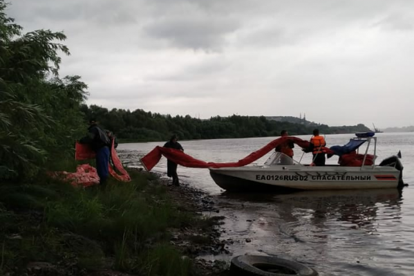 Спасатели ликвидируют утечку