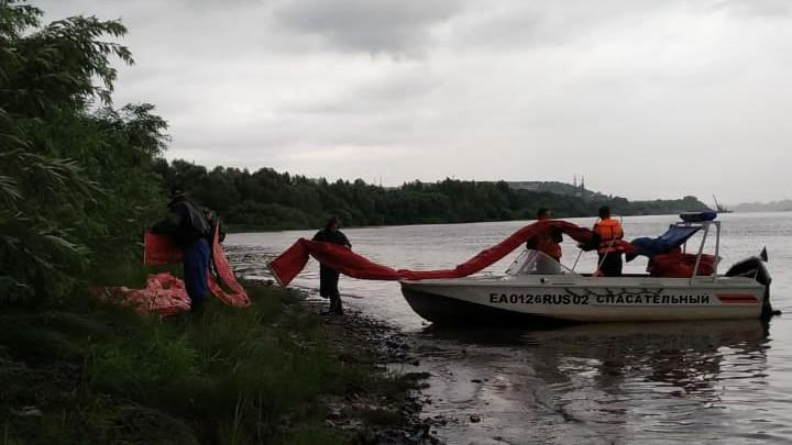 На реке Белой обнаружили 500-метровое нефтяное пятно