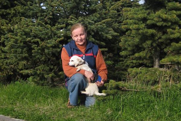 Ольга и её собака Бэха, которая уцелела в ДТП