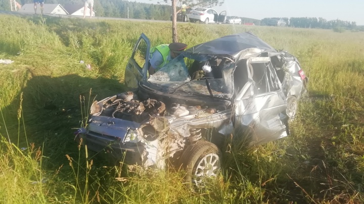 Двое погибли, трое пострадали: в Белоярском районе перевернулся ВАЗ