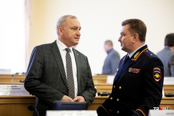 На фото слева — Вячеслав Антропов. Он самый состоятельный из всех судей