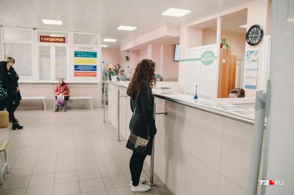 Из-за симптомов, похожих на коронавирус, Маша обратилась в поликлинику. Как сейчас работают врачи и почему не стоит повторять ошибок журналистки — читайте ниже
