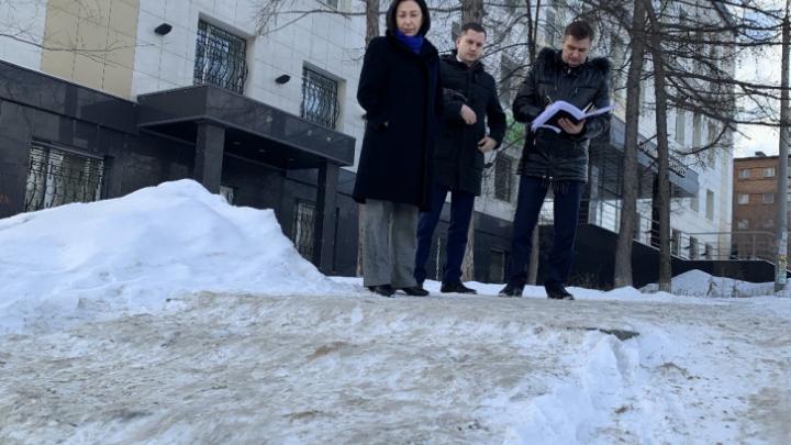 Котова рассказала о жалобах челябинцев на неубранные тротуары и пригрозила штрафами подрядчикам