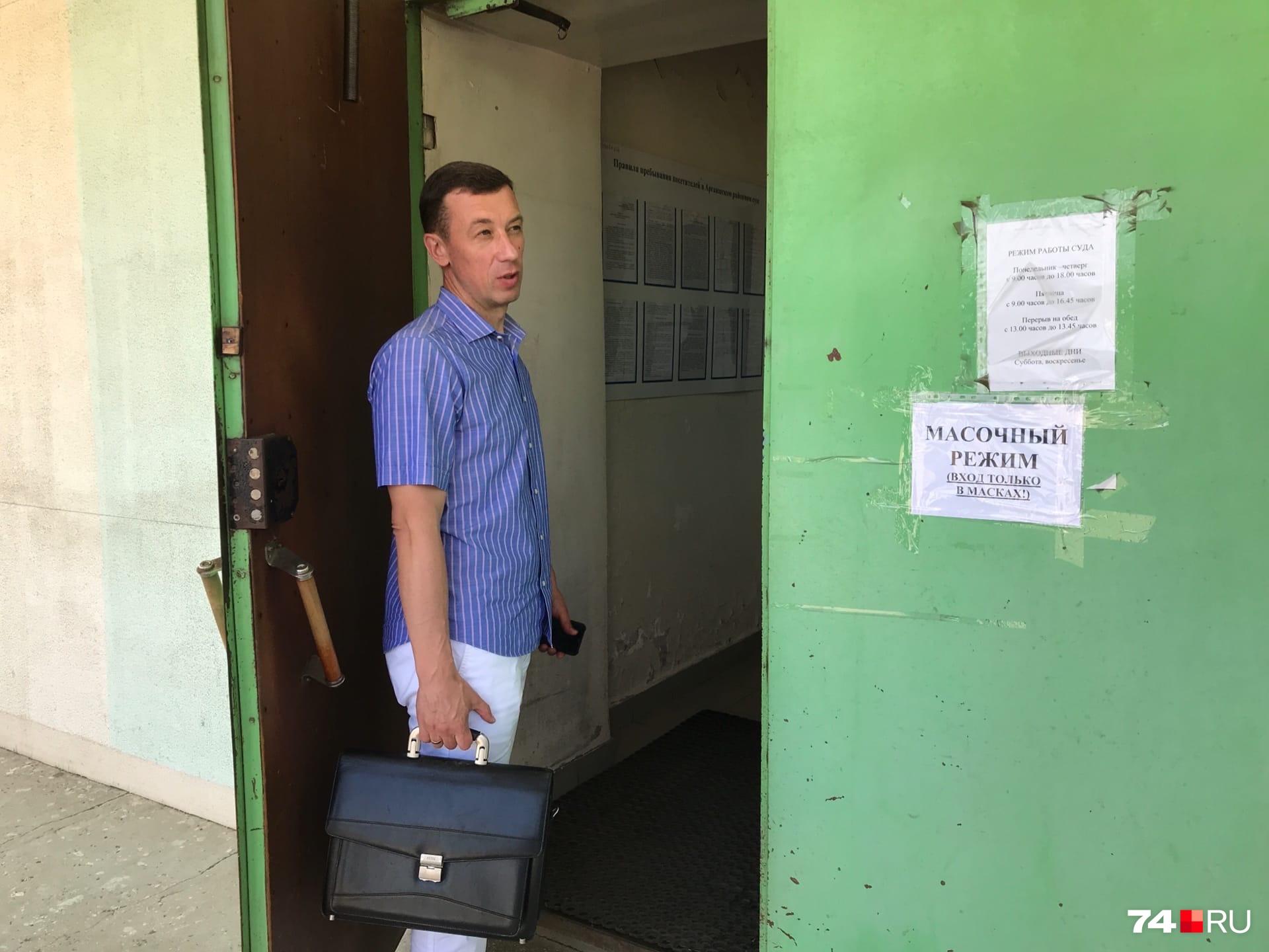 А это адвокат бывшего вице-губернатора Николай Шиманович