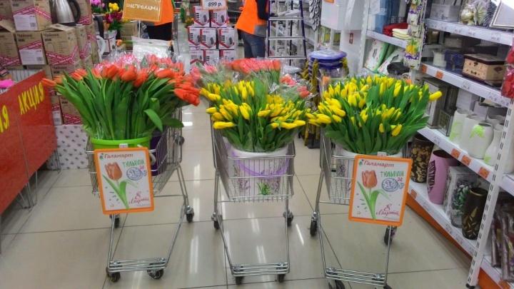 В «Галамарте» 8 марта традиционно будут продавать тюльпаны по рублю