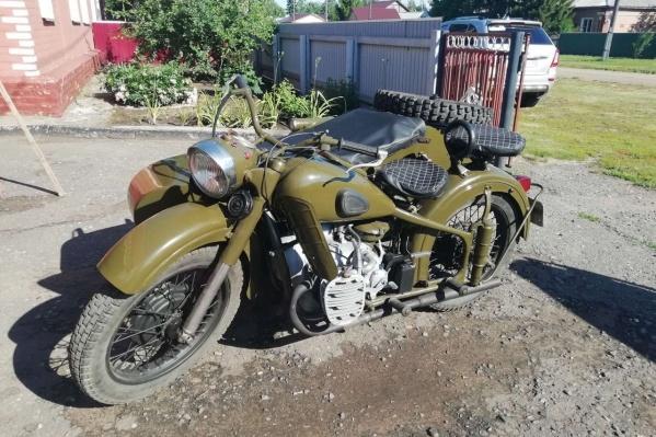 М-72 — советский тяжёлый мотоцикл, скопированный с немецкого BMW R71 времён Великой Отечественной войны. Модель стала родоначальником «Уралов» и «Днепров»