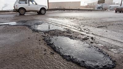 «Замазывание глаз» накануне выборов: волгоградец — о быстром, но дорогом ремонте убитых дорог