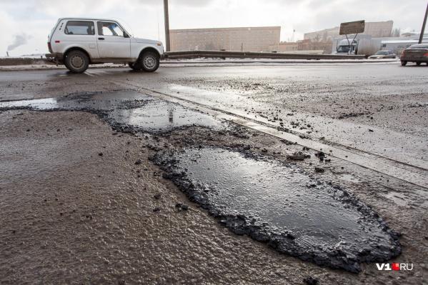 Каждый сезон на дорогах города появляются новые ямы