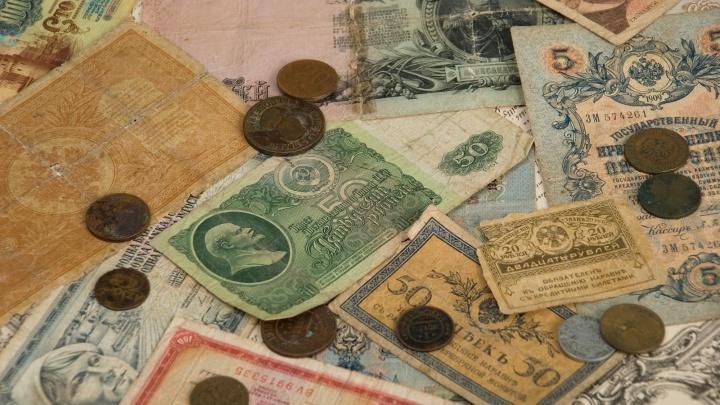 Заначки под матрасом и зарплата в конвертах: банк собирает воспоминания о финансах