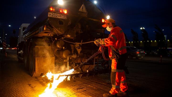 Как в Новосибирске по ночам ремонтируют дороги — фоторепортаж с Большевистской
