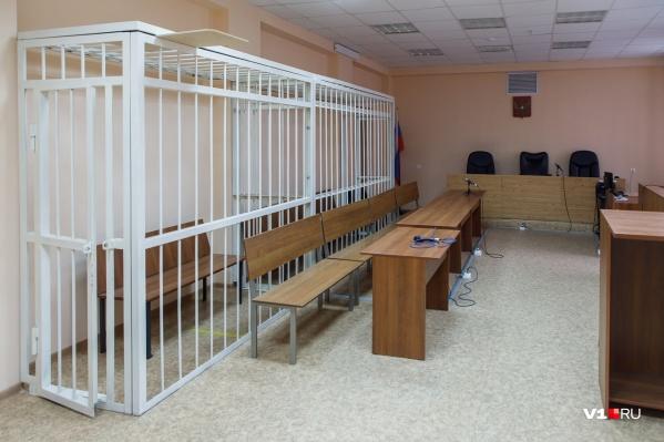 Бывшие офицеры полиции сами оказались на скамье подсудимых